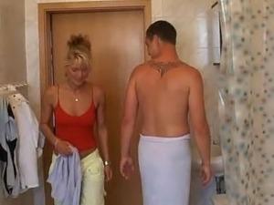 girls masterbaiting porn in bathroom