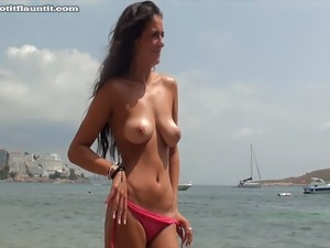 bikini beach party gilrs