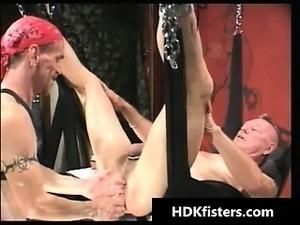 girls fist fuck