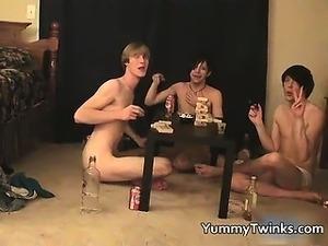 free girlfriends threesome videos