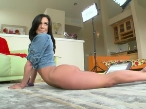 hot naked brunette pics