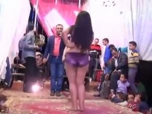 white girl dance sexy