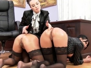 women pussy getting fisted