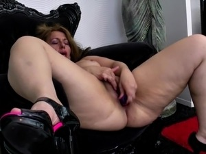 mother teaches daughter to eat pussy