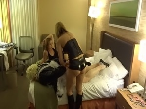 sissy girl squarting strapon sex