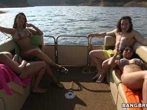 show exotic bikini girls