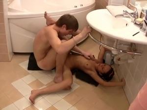 hien voyuer cam young girls bathroom