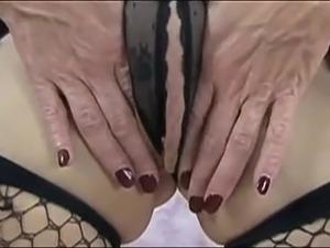 lesbian sucking shaved clit movie
