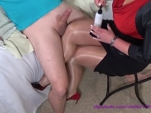 Housewives Milfs Thumbs