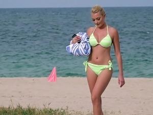 lara bingle bikini pics
