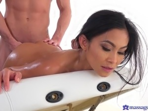 trinity dildoing shaved pussy