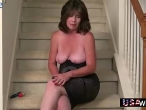 young house wife sucking cock