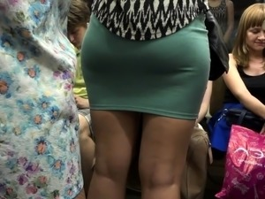 Pretty girls upskirt