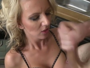 sexy mature moms gets fuck