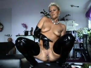 ioly latex pussy