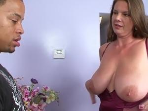 amateur busty house wife