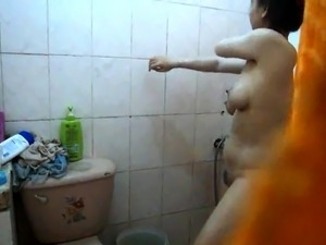 pics girls nude in the shower