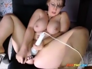 fat young pussy thumbs and movies